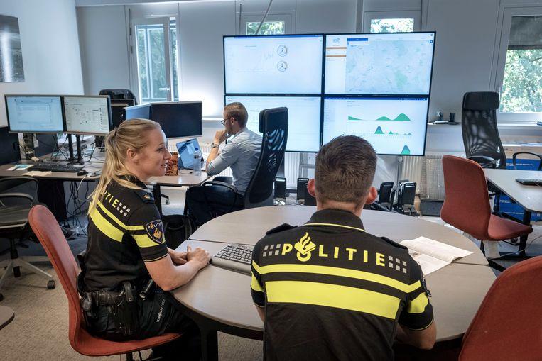 De politie bekijkt gegevens die door camera's en sensoren in Roermond zijn verzameld. Beeld Merlin Daleman