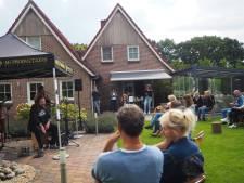 Ruim negenhonderd man coronaproef op stap bij Muziek in de Tuin in Balkbrug