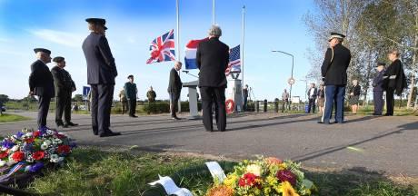 Gevoel van gemis bij herdenking John S. Thompsonbrug in Grave