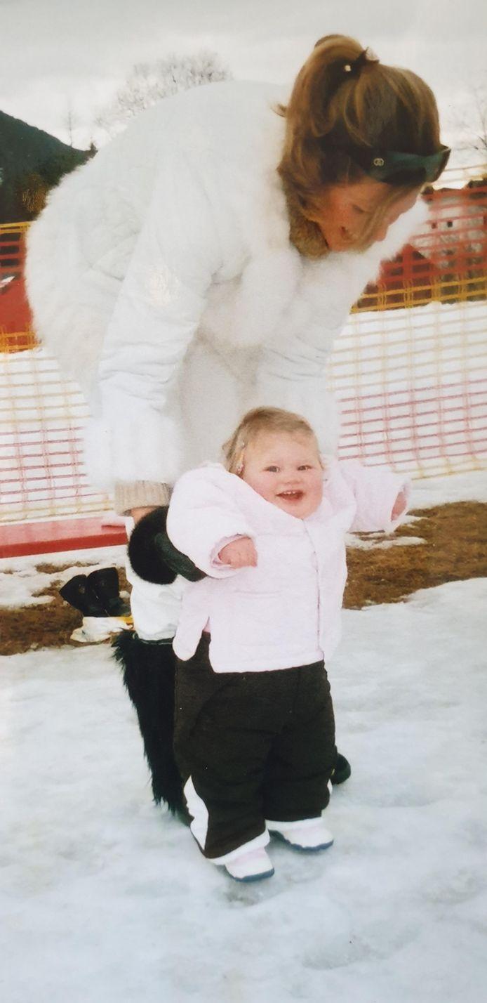 Alexandra op 1-jarige leeftijd in de sneeuw.