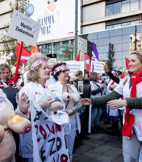 LIVE | Jaarbeursplein vol met verpleegkundigen, verschillende poliklinieken liggen er verlaten bij