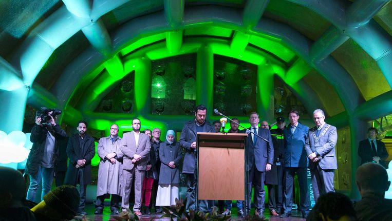 Bijeenkomst in de Essalammoskee in Rotterdam ter herdenking van de slachtoffers van de aanslagen in Parijs. Sandra Doevendans: 'Waarom gooien we altijd stelselmatig alle moslims op één hoop?' Beeld anp