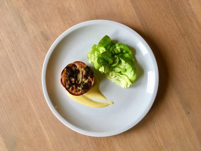 Groentetaartje met broccoli en champignons. Beeld Sake Slootweg