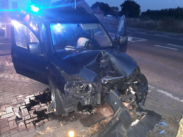Het autowrak na de crash.