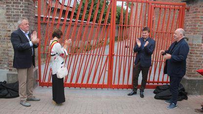 School van Gaasbeek onthult nieuwe poort