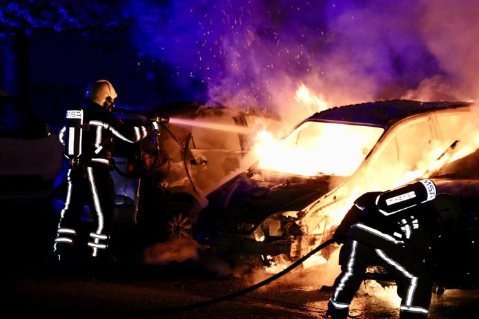 Autobrand aan de Zandhorstlaan in Oldenzaal.