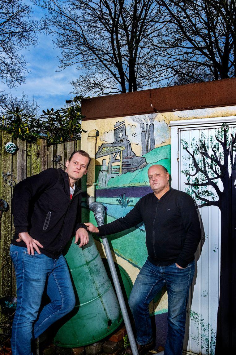Vader Bert, rechts, en zoon Jim Zonneveld, links. Beeld Patrick Post