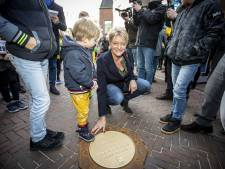 Plaquettes in Oldenzaal zijn eerbetoon voor Olympische helden