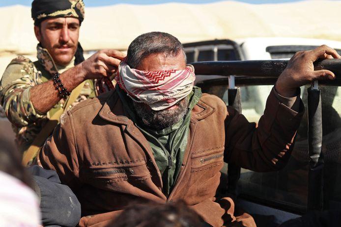 Een vermoedelijke IS-strijder die probeerde te vluchten nabij de Iraakse grens met Syrië.