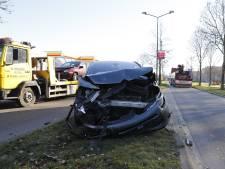 Flinke schade aan auto's na botsing op Beugenseweg in Boxmeer