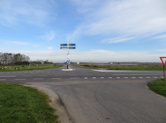 De kruising van de Zwaardweg en de N59. Hier is een rotonde gepland.