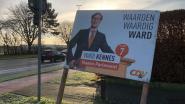 "Nu al verkiezingsbord van Ward Kennes: ""Oei. Dit is een oude affiche die per ongeluk terug zichtbaar is"""