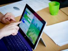 Laptops vinden langs meerdere wegen hun weg naar leerlingen thuis