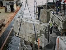 Kabelzaag snijdt betonnen sluiswand in stukjes voor herstelling Berendrechtsluis