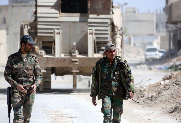 Soldaten van het Syrische leger in de rebellenenclave van Oost-Ghouta