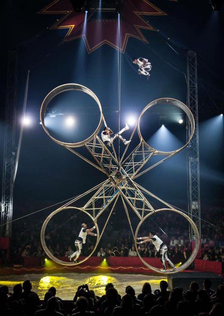 De dubbele 'Wheel of Death' van de circusfamilie The Gerlings.
