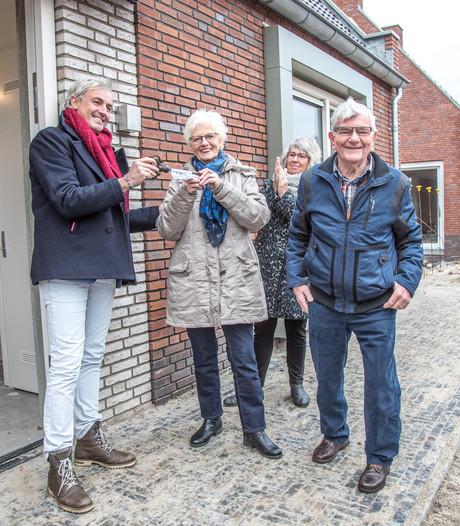 Eerste bewoners Knarrenhof krijgen sleutel