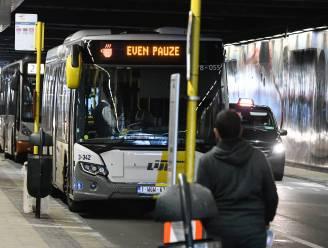 Fietser (58) verongelukt na botsing tegen paal van bushalte