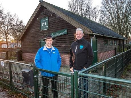 Dierenweide Zwolle heropent als konijnenknuffelfarm: 'Hier kunnen kinderen even vergeten dat ze ziek zijn'