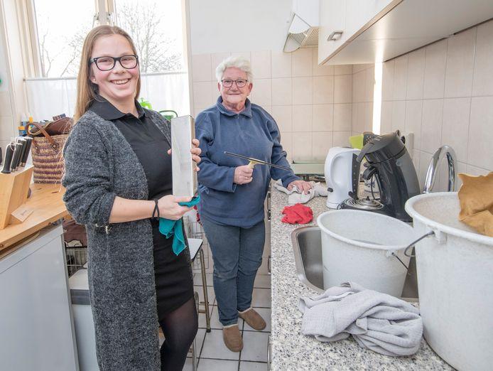 Het wijkleerbedrijf Goes-Oost, waarbij leerlingen van het Hoornbeeck College mensen uit de buurt helpen, kreeg een subsidie van het Zeeuws Heldenfonds.