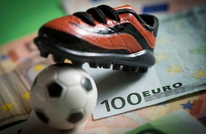 2013-02-07 00:00:00 DEN HAAG - Illustratie rond Matchfixing, omkoping in het internationale voetbal. ANP XTRA  LEX VAN LIESHOUT