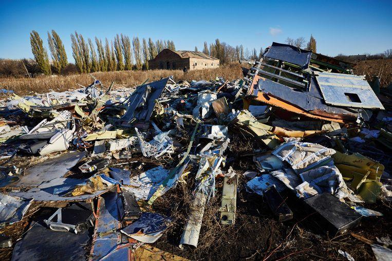 Onderdelen van de gecrashte vlucht MH17 van Malaysia Airlines in het oosten van Oekraine, 100 dagen na het ongeluk. Beeld anp
