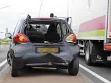 Kettingbotsing met vier auto's op Middellaan Dongen