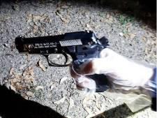 Vrouw met vuurwapen aangehouden in Tilburg