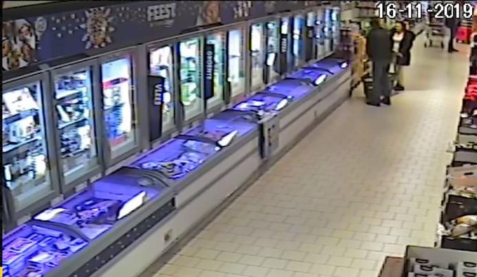 Door de politie vrijgegeven beelden van de garnalenroof in Hoevelaken.
