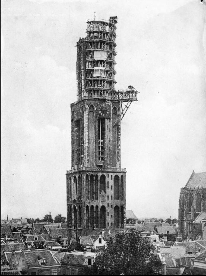 Dom in de steigers in 1903