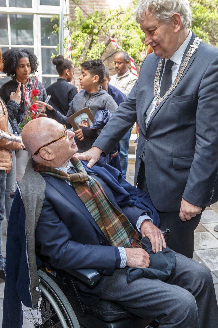 Nationaal Holocaust museum opent met schilderijen Jeroen Krabbé, oud burgermeester Ed van Thijn en Eberhard van der Laan. Beeld