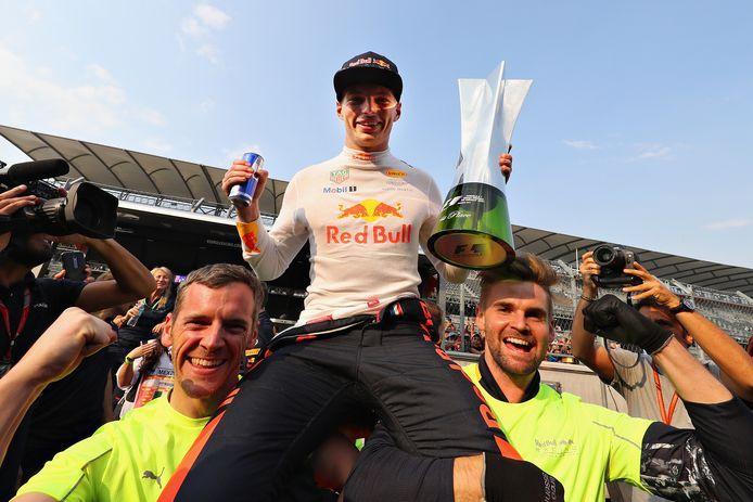 Max Verstappen in 2017 in Mexico-Stad, als winnaar van de GP van Mexico op het circuit Hermanos Rodriguez. Wat kan hij dit jaar?
