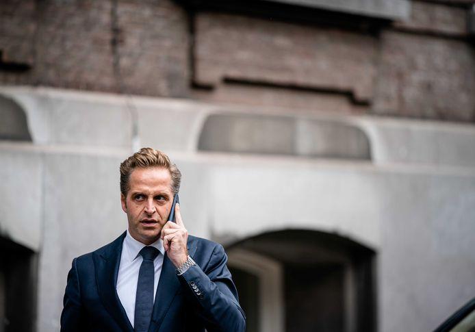 Minister Hugo de Jonge van Volksgezondheid, Welzijn en Sport (CDA) komt aan op het Binnenhof voor de ministerraad.