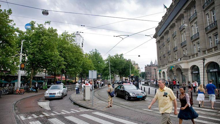 Taxi's ondervinden in Amsterdam oneerlijke concurrentie van snorders. Beeld anp