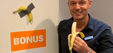 Provocerende ducttape-banaan hangt in Albert Heijn Den Bosch in de bonus: van 120.000 voor maar 0,28 cent
