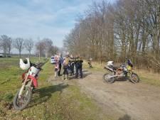 Motorcrosser gaat hard onderuit en raakt gewond in buitengebied van Moergestel