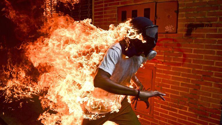 De winnende foto van de Venezolaanse fotograaf Ronaldo Schemidt. Beeld Ronaldo Schemidt/AFP