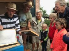 Landelijke Open Imkerijdag in Hurwenen goed voor vijftig bezoekers