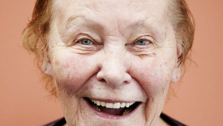 Mevrouw Verwij-Scheffer (80), ooit werkzaam in de thuiszorg, fan van Nederlandstalige en Groningse muziek. Beeld Ernst Coppejans