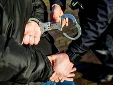 Mannen gearresteerd na belagen opsporingsambtenaar