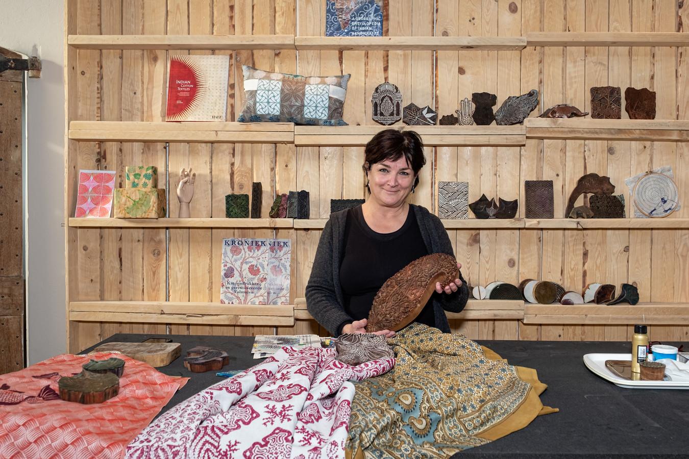 Nathalie Cassée, oprichter van De Katoendrukkerij. ,,De geschiedenis van de textielindustrie in Amersfoort begint steeds meer te leven voor mij.''
