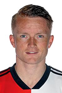 GOAL! 3-1 Feyenoord! Doelpunt Sam Larsson. Na een voorzet van Toornstra kan Larsson binnen koppen. De wedstrijd lijkt gespeeld.