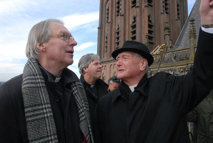 Antoon Hurkmans geeft informatie prijs aan zijn opvolger Gerard de Korte