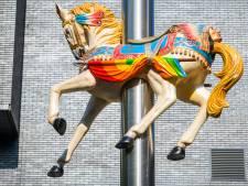 Kaapstad eert Tilburgse Kermis met nieuw kunstwerk op Pieter Vreedeplein, Homer Simpson terug op zijn plek
