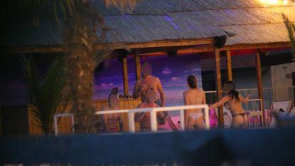 Gechanteerde schepen en uitbaters zomerbar dienen klacht in nadat buurtbewoner stiekem honderden foto's maakt van privéfeest met naakte gasten