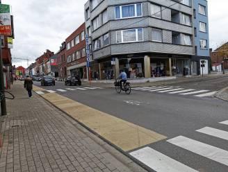 Drukke Sint-Rochusstraat krijgt tweede okergele fietssuggestiestrook