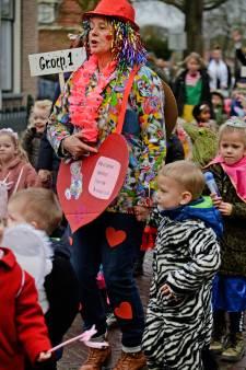 Bonte kinderstoet kleurt centrum van Hellendoorn
