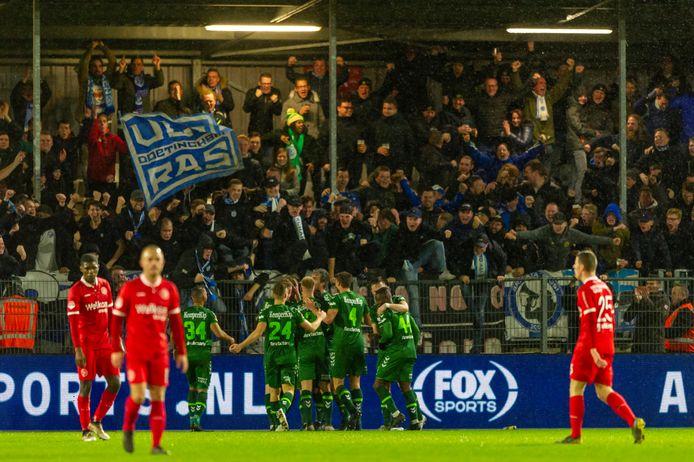 Het uitvak met De Graafschap-supporters ontploft na de 0-1 van Javier Vet tegen Almere City FC.