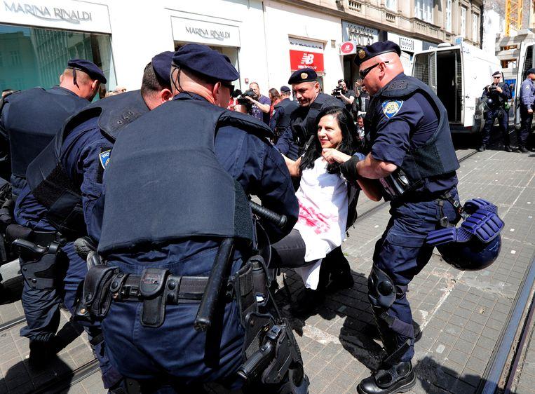 Tijdens de mars probeerden een tiental vrouwenrechtenverdedigers de mars te blokkeren, volgens de autoriteiten. Een aantal van hen zou gearresteerd zijn door de politie.