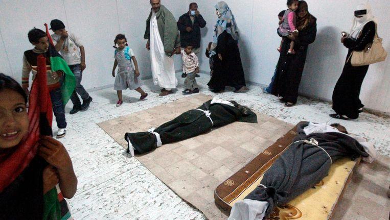 Het lichaam van Kaddafi werd tentoongesteld in een koelcel in Misrata. Beeld REUTERS